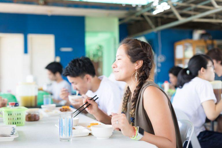 CEGAの食事風景