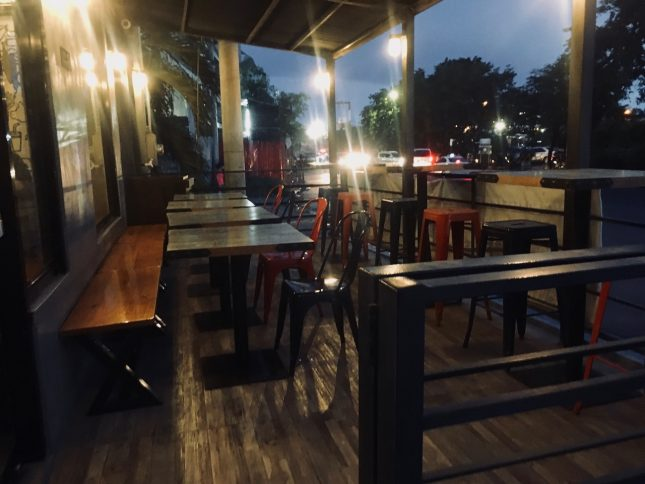 Bleachers Barbecue Slow and Lowの店外